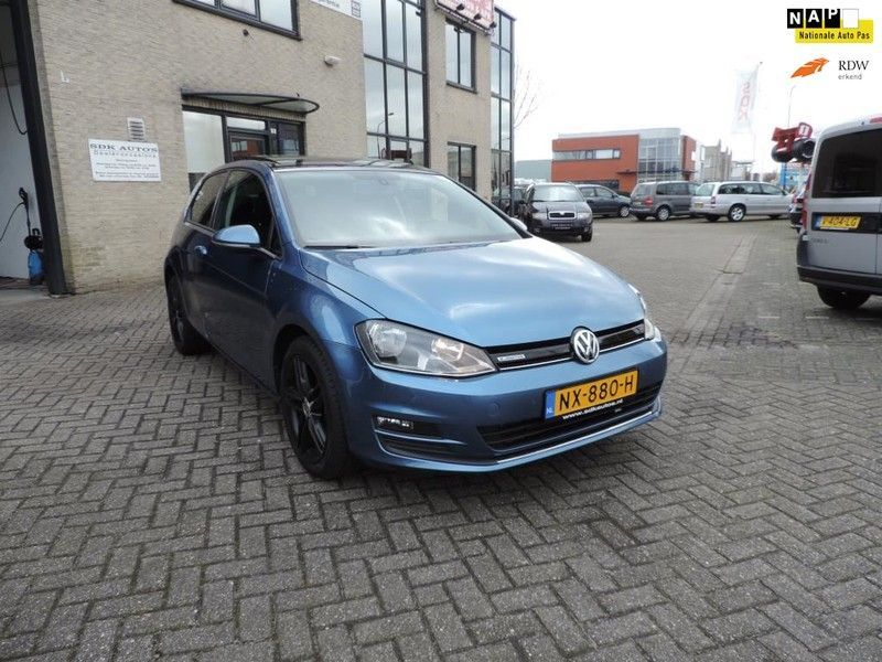 VW Golf 1.6 TDI BlueMotion Panoramadak, Sportstoelen..