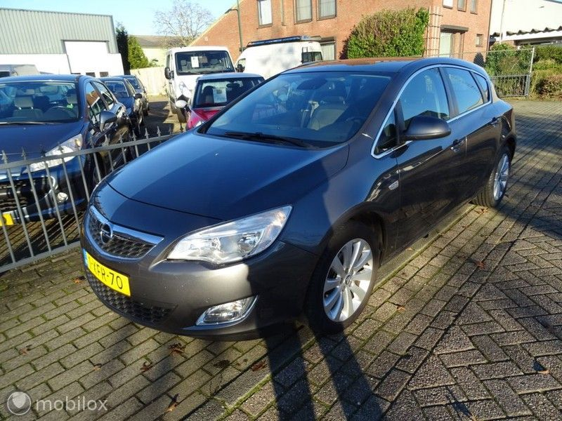 Opel Astra occasion - Auto Contact B.V.