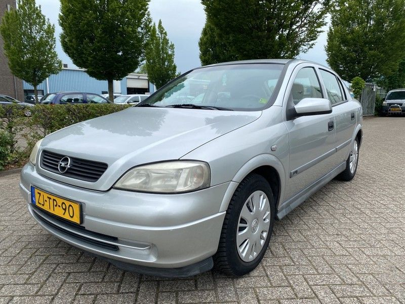 Opel Astra occasion - Carshop Eindhoven B.V.